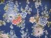 Chrysanthemen auf königsblau